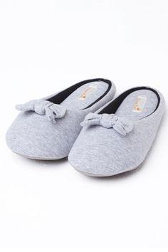 A Dama Necta é uma loja de fábrica online de pijamas, camisolas e homewear com um linha de produtos jovens, confortáveis, com um toque de sensualidade, porém sem perder a elegância. Valorizando a diversidade, a Dama Necta também oferece produtos plus size. Lingerie Sleepwear, Beauty Make Up, Toque, Zig Zag, Baby Shoes, Fashion Accessories, Slippers, Vans, Wedges