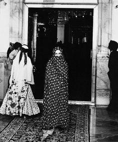 elizabeth taylor during her 1976 trip to iran.