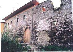 Finalizamos la semana publicando El castillo de Soto o Doña Urraca casa-fortaleza semi-derruida en soto de Ribera, Asturias.