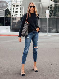 Classy Date Outfits Ideas To Try In Winter 70s Fashion, Autumn Fashion, Fashion Outfits, Womens Fashion, Fashion Trends, Gucci Fashion, Dress Fashion, Sneakers Fashion, Spring Fashion
