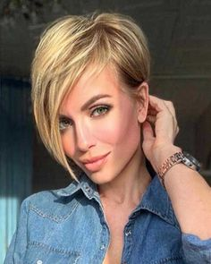 Today we have the most stylish 86 Cute Short Pixie Haircuts. We claim that you have never seen such elegant and eye-catching short hairstyles before. Pixie haircut, of course, offers a lot of options for the hair of the ladies'… Continue Reading → Short Hairstyles For Thick Hair, Short Hair With Layers, Pixie Hairstyles, Layered Hair, Curly Hair Styles, Cool Hairstyles, Hairstyle Ideas, Short Haircuts, Hairstyles Pictures