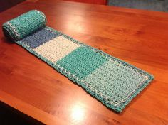Blue Scarf http://www.ravelry.com/projects/kabeltrui/blue-scarf