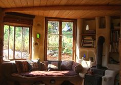 Cob Bench and built in shelving. Meka's cottage, Portland. Image: flickr.com