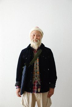 Not my picture but extremely admirable Asian bearded man. Handsome Bearded Men, Engineered Garments, Looking Dapper, Duffle Coat, Black Cardigan, Asian Men, Work Wear, Street Wear, Menswear
