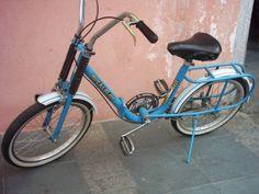 """A bicicleta  (também chamada de bike  ou """"magrela"""", no  Brasil) é um veículo com duas rodas  presas a  um quadro, movido pelo esforço do..."""