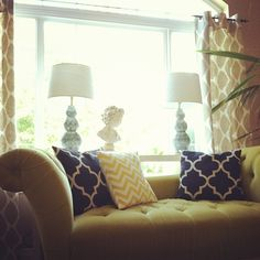 love the couch and lamps!