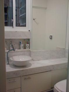 conjugado em Copacabana - banheiro com dimensões mínimas - projeto Margareth Maria Double Vanity, Sink, Bathroom, Home Decor, Architecture, Modern Bathrooms, Bathroom Small, Design Ideas, Log Projects