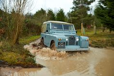 Goodwood - They do make 'em like they used to... just! GRR explores Land Rover's natural habitat