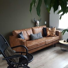 Interior design, cognac couch, army green wall, koper, black and white