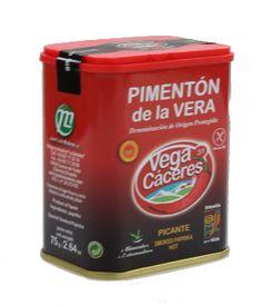 Pimentón de la Vera picante. De coloración rojo intenso o carmesí, de textura harinosa. Aromático y potente en nariz, con ligero picor. En boca es ligeramente picante, aromático, sabroso, levemente ahumado y graso. De gran poder colorante. http://www.porprincipio.com/vinagres-y-condimentos/134-pimenton-de-la-vera-picante.html#