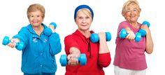 Atividade física aliada à boa alimentação pode ajudar a prevenir doenças e regenerar o organismo, além de fortalecer músculos e ossos, prevenindo quedas