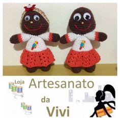 Bonequinhas de crochê !  Uma bonequinha com tiara com flor e é uma bonequinha  carequinha!  #artesanatodavivi