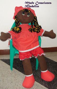 Adry es una muñeca de gran estatura ideal para abrazar, decorar y jugar.