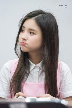 Lemme pinch her cheek South Korean Girls, Korean Girl Groups, Month Animals, Oh My Heart, Olivia Hye, Beautiful Morning, Clear Skin, My Girl, Kpop