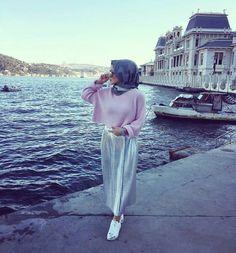 Pinterest || @adarkurdish Hijab Casual, Hijab Chic, Hijab Outfit, Muslim Fashion, Modest Fashion, Hijab Fashion, Hijab Moda, Mode Hijab, Muslim Women