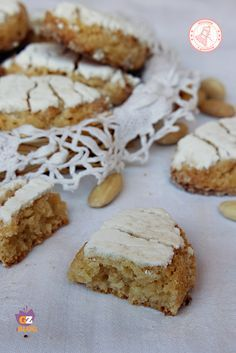 RICCIARELLI ricetta biscotti di Natale Cheesecake Desserts, Mini Desserts, Cookie Desserts, Cookie Recipes, Dessert Recipes, Italian Cookies, Italian Desserts, Italian Recipes, Biscotti Biscuits