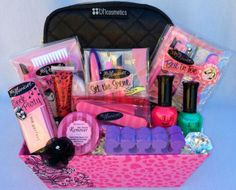 Pampered Teen Beauty Gift Basket - The Best of Diy Ideas Valentine Baskets, Christmas Gift Baskets, Cute Christmas Gifts, Cute Gifts, Easter Baskets, Girl Gift Baskets, Themed Gift Baskets, Raffle Baskets, Hiking Gifts