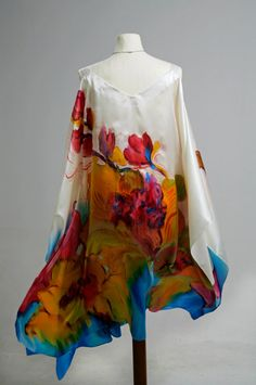 An oroliit shawl for modernish day Aslan in Tayonai. Más