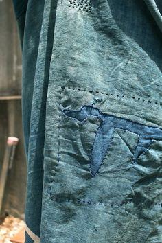 Etsy の 藍染古布ちょっとつぎはぎカレンワンピース DRESS-143 by SASAKIYOHINTEN
