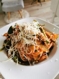 ryžové rezance so zeleninou Japchae, Ethnic Recipes, Food, Diet, Essen, Meals, Yemek, Eten