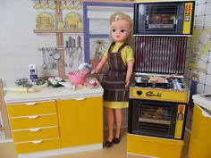 sindy baking cupcakes 80s Girl Toys, Toys For Girls, My Childhood Memories, Childhood Toys, Vintage Toys, Retro Vintage, Tammy Doll, Barbie Kitchen, Retro Sweets