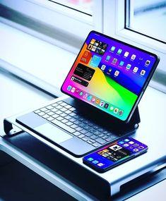 Computer Desk Setup, Gaming Room Setup, Pc Setup, Modern Home Office Desk, Home Office Setup, New Technology Gadgets, High Tech Gadgets, Apple Laptop Macbook, Gameroom Ideas