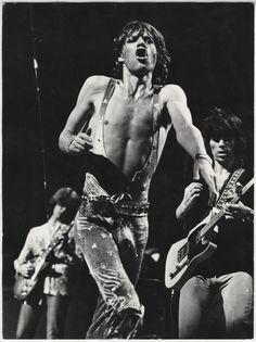 The Rolling Stones es una banda británica de rock originaria de Londres. La banda se fundó en abril de 1962 por Brian Jones, Mick Jagger, Keith Richards, Ian Stewart y Dick Taylor.