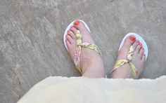Savannah / diy Tutorial ~ The Knot So Hard Flip Flop Diy Do Your Own Landscaping Design Know what I Fabric Flip Flops, Old Shirts, Diy Ribbon, Day Planners, Ladies Dress Design, Diy Tutorial, Summer Outfits, Fashion Accessories, Fancy