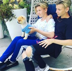 Marcus ,Martinus and jiffpom . I love you martinus 😍😍😍😍 Jiff Pom, Mike Singer, Dream Boyfriend, I Go Crazy, Popular People, Famous People, Love U Forever, Normal Person, Twin Brothers
