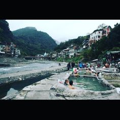 Relaxing at #wulai hot springs. Soon these springs will be demolished for sanitation reasons. #taiwan 泡澡休息在 #烏來溫泉 由於衛生的因素這些溫泉很快就要被裁掉