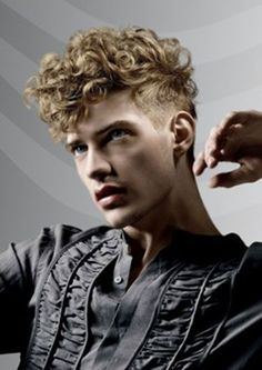 Shaved Sides Haircuts for Men 2016 Curly Hair Styles, Haircuts For Curly Hair, Trendy Haircuts, Hair Styles 2014, Curly Hair Cuts, Hair And Beard Styles, Haircuts For Men, Haircut Men, Mens Short Curly Hair
