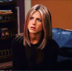 Rachel Green will forever be an icon. Cabelo Jenifer Aniston, Jennifer Aniston Haar, Jennifer Aniston Hair Friends, Jennifer Aniston Makeup, Jennifer Aniston Haircut, Rachel Friends Hair, Rachel Green Friends, Rachel Green Hair, Rachel Green Style