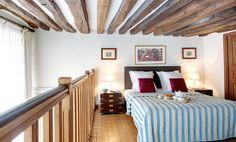 1035 - Le  Bourgeois : La chambre en mezzanine, très spacieuse. http://www.2beapart.com/Paris/le-bourgeois-%281035%29.apart