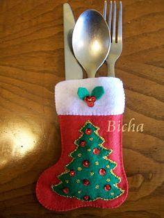 Fabric Christmas Ornaments, Felt Christmas Stockings, Felt Christmas Decorations, Christmas Items, Christmas Goodies, Felt Ornaments, Winter Christmas, Christmas Sewing Projects, Felt Crafts