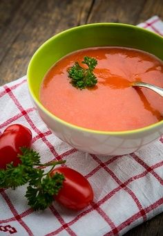 My Slimming World Syn Free Tomato Soup Recipe If you think what are the benef. - My Slimming World Syn Free Tomato Soup Recipe If you think what are the benefits of drinking soup - Healthy Eating Recipes, Healthy Foods To Eat, Diet Recipes, Vegan Recipes, Cooking Recipes, Slimming World Dinners, My Slimming World, Slimming World Recipes, Tomato Soup Recipes