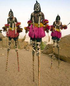 Povo Dogon - representando os seres que os visitavam - Nommos = altos demais.