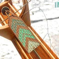 off loom beading techniques Loom Bracelet Patterns, Bead Loom Bracelets, Bead Loom Patterns, Woven Bracelets, Beaded Jewelry Patterns, Beading Patterns, Beading Ideas, Beading Supplies, Embroidery Bracelets