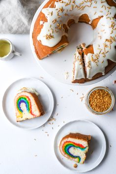 surprise rainbow cake in a bundt ! My Recipes, Cake Recipes, Dessert Recipes, Food Cakes, Cupcake Cakes, Cupcakes, Cake Photography, Summer Photography, A Table