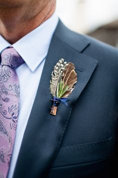 The groom's boutonniere is one of the few accessories for the groom. The small boutonniere declares the identity of the groom. The groom's boutonniere should be based on simplicity and smallness. Remember, the boutonniere and Read more… Boutonnieres, Vintage Boutonniere, Feather Boutonniere, Corsage And Boutonniere, Groom Boutonniere, Wedding Men, Wedding Suits, Wedding Attire, Trendy Wedding