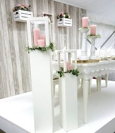 Laternen Säulen mit Kerze Souvenirs Ideas, Wedding Pillars, Bridal Table, Flower Stands, Photo Booth Backdrop, Flower Backdrop, Sweetheart Table, Wedding Photoshoot, Event Design