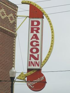 'Dragon Inn' Vintage Neon Sign: Overland Park, Kansas / photo by jimsawthat Funny Chinese, Chinese Food, Overland Park Kansas, Vintage Neon Signs, Center Signs, Old Gas Stations, Vintage Restaurant, Neon Rainbow, Old Signs