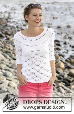 """Jumper with #lace pattern, round yoke and ¾ sleeves in """"Cotton Light"""". Free #knitting pattern by DROPS Design"""