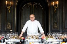 Jorl Robuchon in Clicquots dining room with Jamesse Glasses!