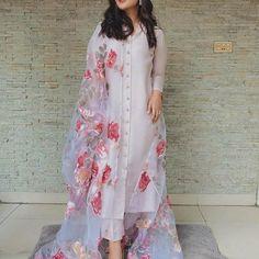 Sumedha Fashion. (@sumedhafashion) • Instagram photos and videos Indian Fashion Dresses, Indian Gowns Dresses, Dress Indian Style, Indian Designer Outfits, India Fashion, 70s Fashion, Fashion Quiz, New Designer Dresses, Winter Fashion