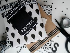 Kadokaartjes van Studio Catootje zijn leuk te gebruiken bij het inpakken van een kadootje!
