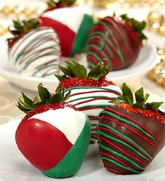 Christmas Wedding Favor Ideas ♥ Strawberries for Christmas Keywords: #weddings #jevelweddingplanning Follow Us: www.jevelweddingplanning.com  www.facebook.com/jevelweddingplanning/