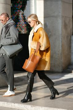 Winter Street Style Outfits To Keep You Stylish and Warm Discover over 25 Winter Street Style Outfits is i Fashion Week Hommes, Mens Fashion Week, Love Fashion, Womens Fashion, Fashion Weeks, Fashion Menswear, Street Style Looks, Looks Style, Street Style Women