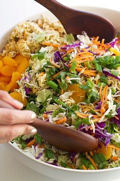Asian Ramen Noodle Salad - loaded with a fresh vegetables and a sweet sesame vinaigrette Raman Salad, Raman Noodle Salad, Raman Noodles, Asian Ramen Noodle Salad, Garlic Noodles, Citrus Recipes, Asian Recipes, Healthy Recipes, Asian Foods
