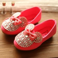 The new spring 2014 korean edition of girls shoes children leather single shoes princess diamond bear sweet bowknot-inSneakers from Shoes on...