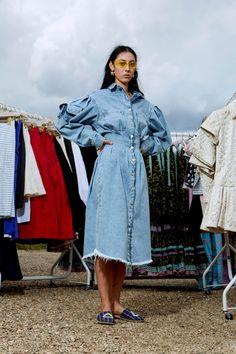 Natasha Zinko Resort 2020 Fashion Show Collection: See the complete Natasha Zinko Resort 2020 collection. Look 13 Denim Fashion, Fashion Outfits, Fashion Tips, Fashion Trends, Cheap Fashion, Fashion 2020, Fashion Show, Fashion Design, Look Jean